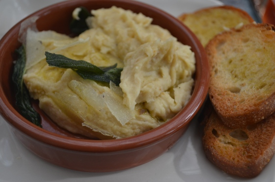 White bean puree with crostini at Tavern