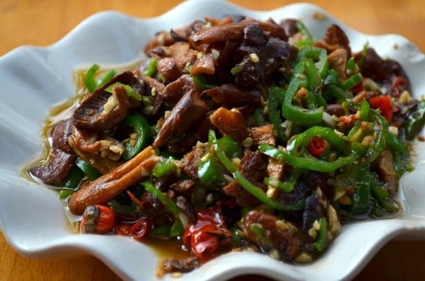 House of Haos Xishuangbanna Jinghong Muslim Roast Duck Shop Stir-fried milk mushrooms