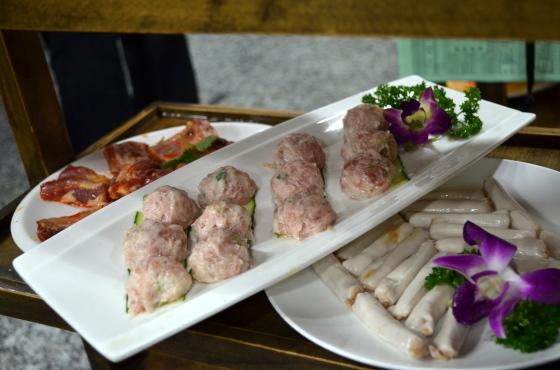 House of Haos Shu Jiu Xiang Hotpot Chengdu Sichuan China Meatballs Shrimp Dumplings Marinted Spareribs